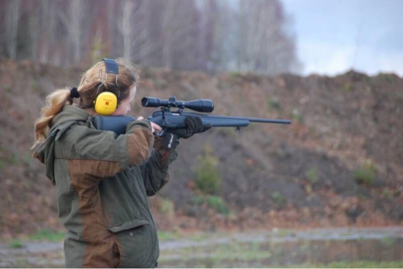 """Šaudymas įvairiais ginklais (30 šūvių) šaudykloje """"Oksalis"""" Jurbarke"""