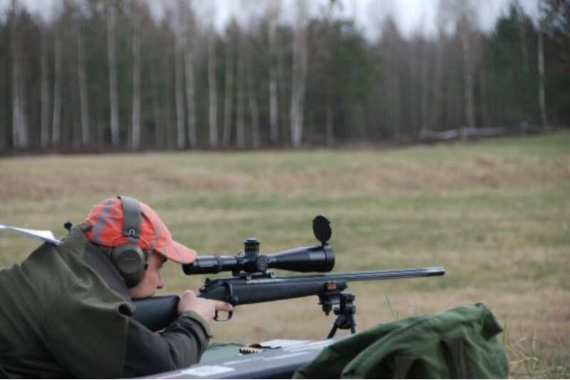 """Šaudymas įvairiais ginklais (35 šūviai) šaudykloje """"Oksalis"""" Jurbarke"""