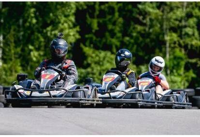 """Pasivažinėjimas kartingu dviem """"SpeedWay"""" kartodrome Aukštadvaryje"""