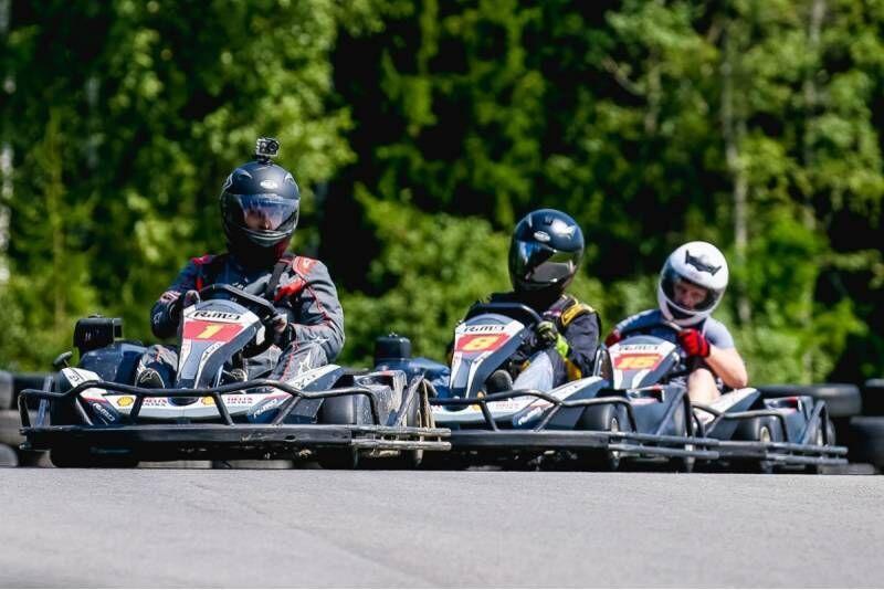 """Pasivažinėjimas kartingu dviem """"Speedway Xtreme"""" kartodrome Aukštadvaryje"""