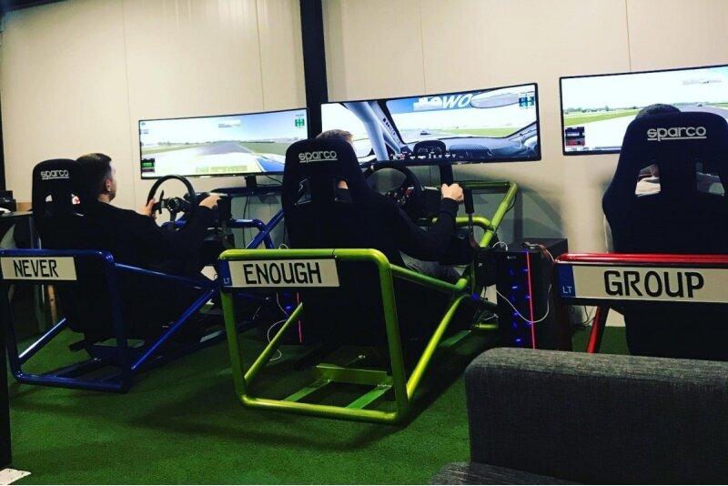"""Turnyras lenktynių simuliatoriuje 12 asmenų """"Sim Racing"""" Panevėžyje"""