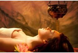 Shirodhara- dziļa organisma relaksācija ar ājurvēdisko eļļu palīdzību.