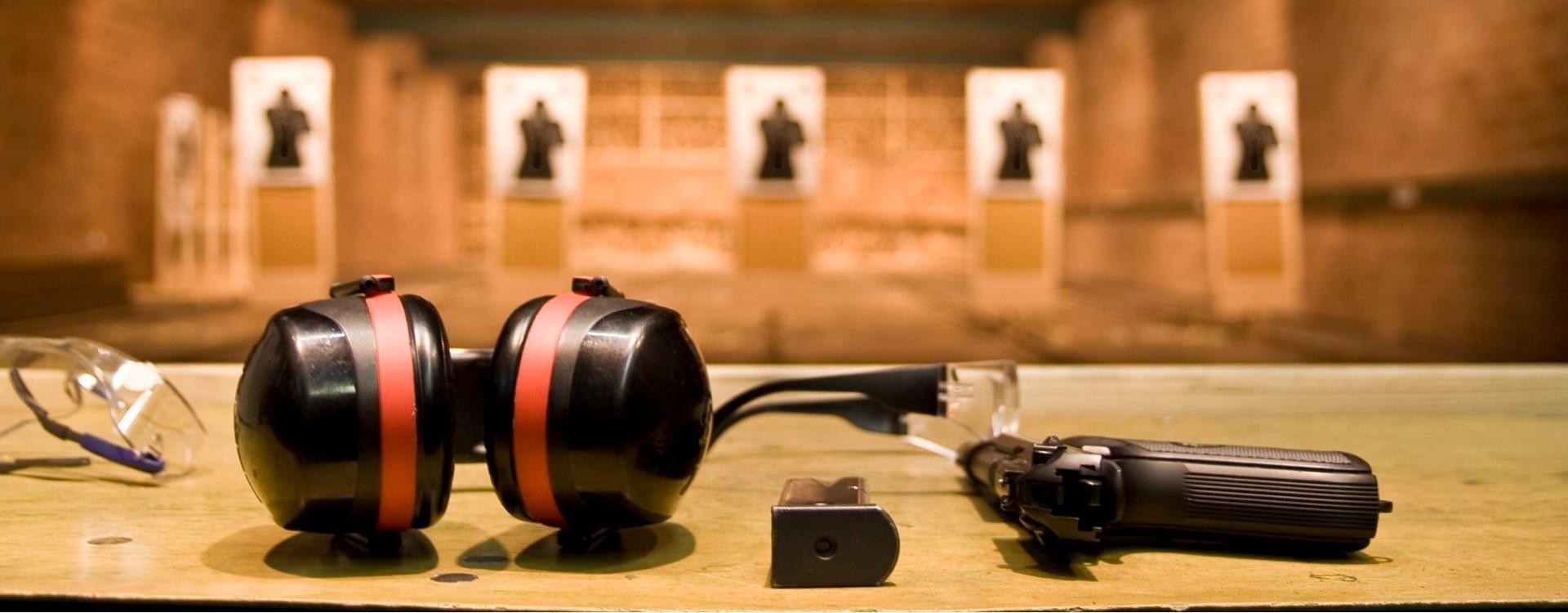 Dovana vyrui – šaudymas koviniais ginklais